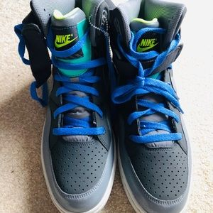 Men's size 11 Nike Shoes Neww